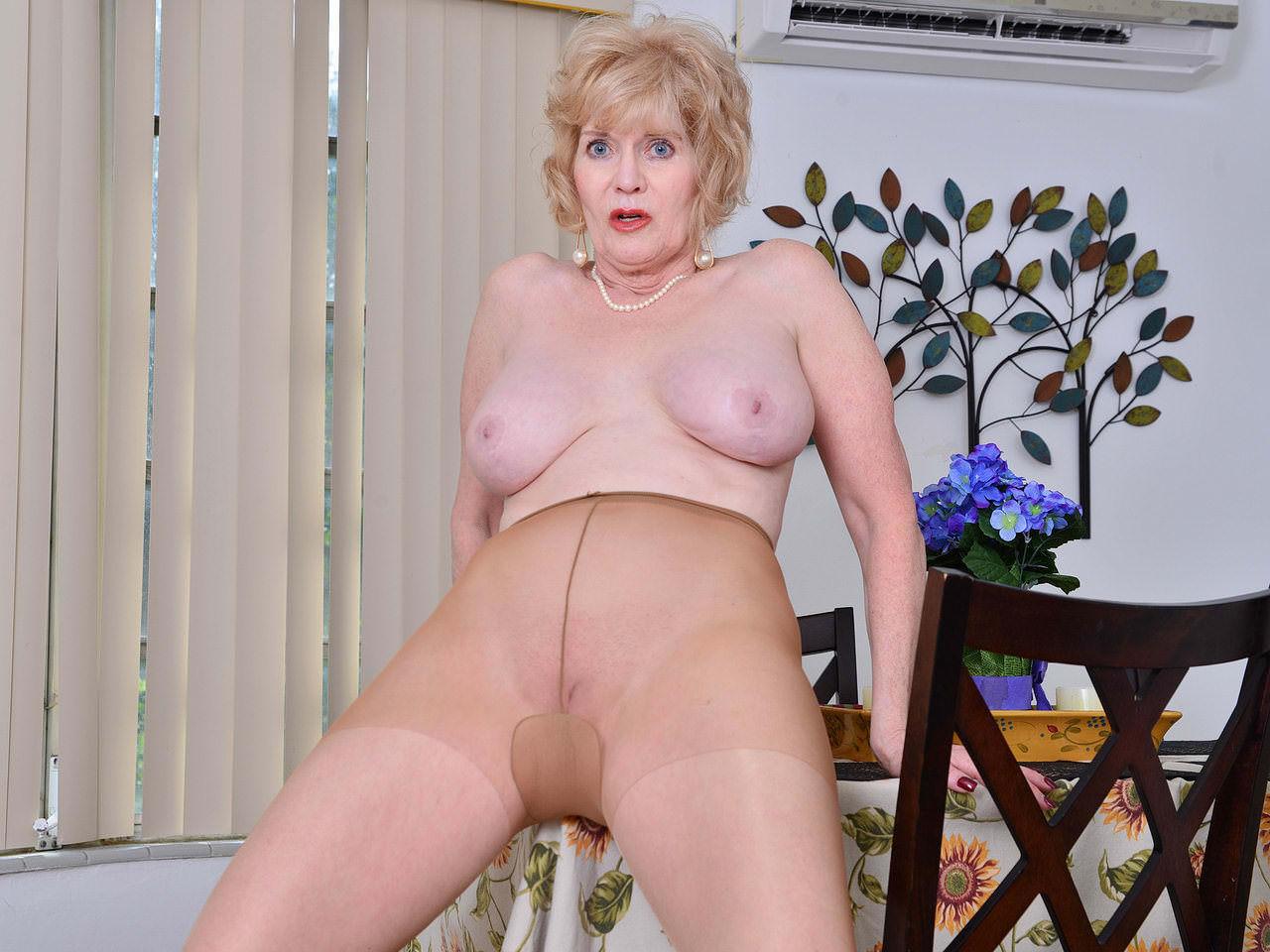 Matures,Milf,Grannies,Pantyhose,American,Older Woman Fun,HD Videos