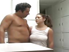 Tatuś STP4 Fucks głupią córkę!