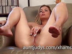 Sexy Alana Luv fingers her mature wet pussy