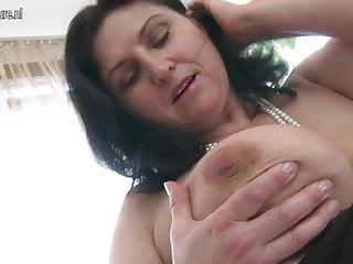 華麗的豐滿成熟媽媽噴出