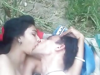 Indian Homemade 18 Years Old vid: cute girl outdoor sex