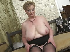 Big BUSTY reife Mutter mit durstiger Muschi