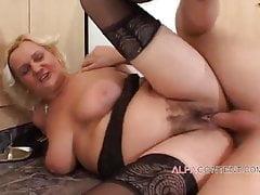 Blonde reife mit großen Titten