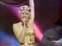 Elección del beso pagano 80 años, música en topless rara, televisión italiana.