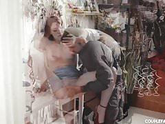 Orgasme de couguar solitaire avec un étranger