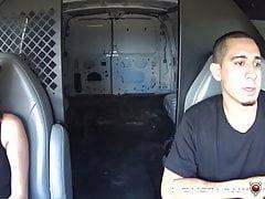 Całkowicie zagubiony Ashley Adams zostaje znaleziony przez szorstkiego skurwiela