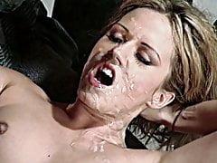Hottie legt terug voor een prachtig rommelige bende gezichtsbehandeling
