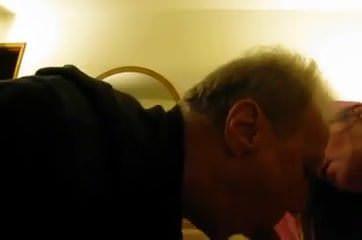 Муж дрочит хуй на жену