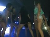 Novinhas bebadas pagando calcinha na balada