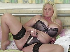 Sexy mature mom with big tits and ass