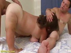 deux nains dans un trio baise orgie