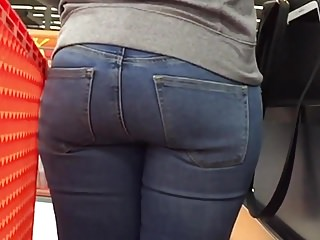 Milfs Babes Voyeur video: Juicy Ebony Ass in Line