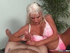 La nonnina ama i cazzi a spasso