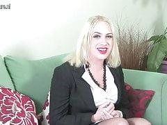 Erstes Mal vor der Kamera britische MILF beim Casting nackt