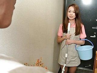日本清洁女士Nanako Misaki准备好迪克雷丁