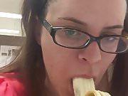 Fat whore deepthroats a banana