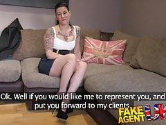 FakeAgentUK Casting anal avec queue en caoutchouc