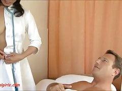 pielęgniarka azjatycka dostaje anal dp z dwóch kutasów i spermy w ustach