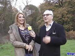 Curvy UK Doggystyle nastolatek fucked przez dziadka