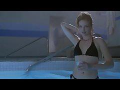 Charlize Theron nahé v sobě hry ScandalPlanet.Com