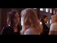 Heida Reed - scena lesbica in Stella Blomkvist s01e04