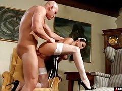 Sein französisches Dienstmädchen sexuell ruinieren