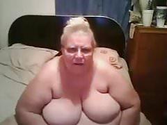 Fat Granny4 im Bett