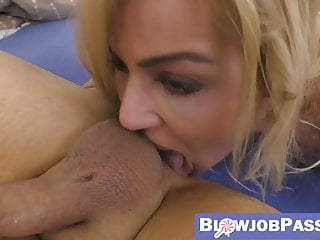 porno zadarmo - Horny blonde rimjobs her lover and rides his thick cock