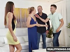 Reality Kings - Euro Sex Parties - Condivisione e cura - Tina