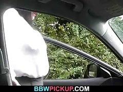 Puttana grassoccia salta sul cazzo di un totalmente sconosciuto
