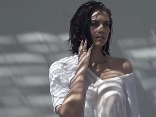 Lingerie Brunette Big Tits video: Lauren Cohan modeling in a wet T-shirt with pokie nipples