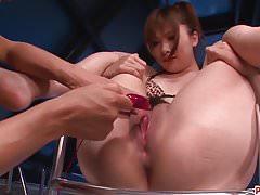 Serious Toy Pornoszenen für erstaunliche Mami Yuuki