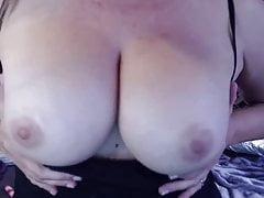 Horny MILF Joclyn bangs plné chlupaté vagíny dělat u cum