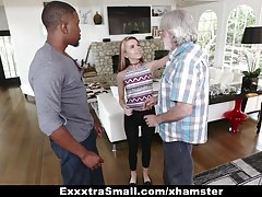 ExxtraSmall - Tiny Teen Alina West saugt einen riesigen Schwanz, um De zu zahlen