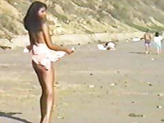 Całkowicie naga na plaży i nikt się nie pieprzy