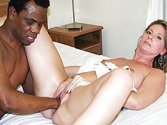 Sexy Moms First Bi-racial Going Knuckle Deep Lesson