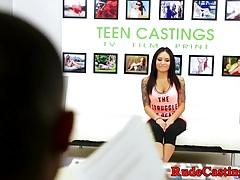 Inked teen hardfucked przez casting director
