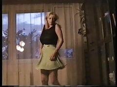Frau tanzt ohne Hose