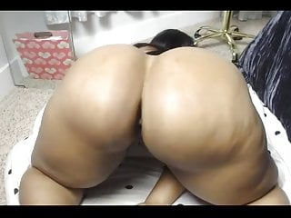 Beautiful black women shakes huge ass and squirts all over