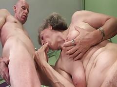 Abuelita necesita un orgasmo
