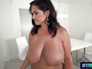 Amateur Big Tits movie: Super thick latina maid