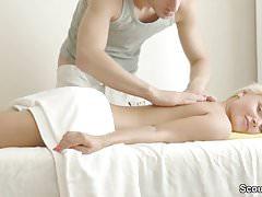 Skinny Petite 18 anni Teenager seduce a scopare nel salone di massaggi
