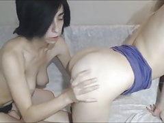 Una coppia lesbica si gode una bella leccata di figa