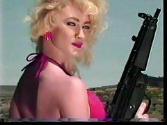 Meisjes schieten machinegeweren 1