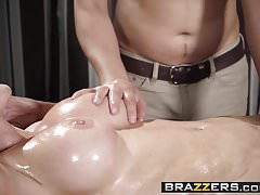 Brazzers - Dirty Masseur - Öiling A Whore Szene mit Ale