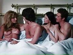 Victoria VETRI, Claudia JENNINGS NUDE (1973)