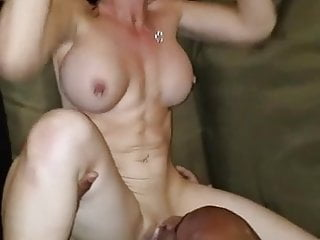 Fit hotwife gets cunny licked to intense orgasm