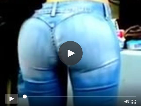 Une allumeuse en jeans: quel cul !