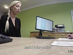 Pierwszy casting porno Karola w biurze menadżera pożyczek