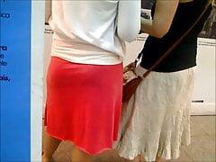 Średniej wielkości cellulit whooty pawg w różowej spódnicy